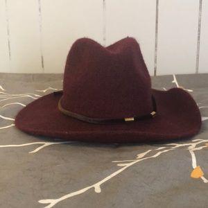 Accessories - Burgundy felt hat!!